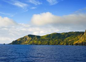 Scenic Cruising Pitcairn Island